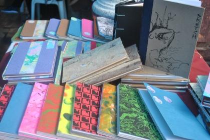 Cuadernos empastados con materiales reciclados (Foto: ESU Mildred Mazariegos)