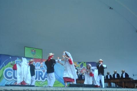 Danza folclórica en concha acústica (Foto: ESU Javier Polanco)