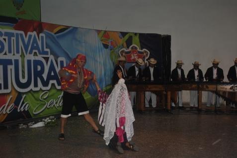 Danza folclórica y marimba en vivo (Foto: ESU Mildred Mazariegos)