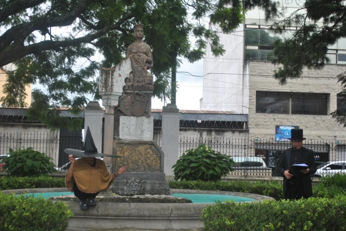 Leyenda del Sombreron en plaza Isabel la Católica (Foto: ESU Javier Polanco)