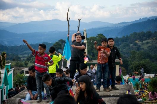 Los vientos de noviembre le dan una oportunidad a las cometas de los guatemaltecos de surcar sus espacios aéreos con velocidad y precisión. (Fotografía: Rubén Lacan)