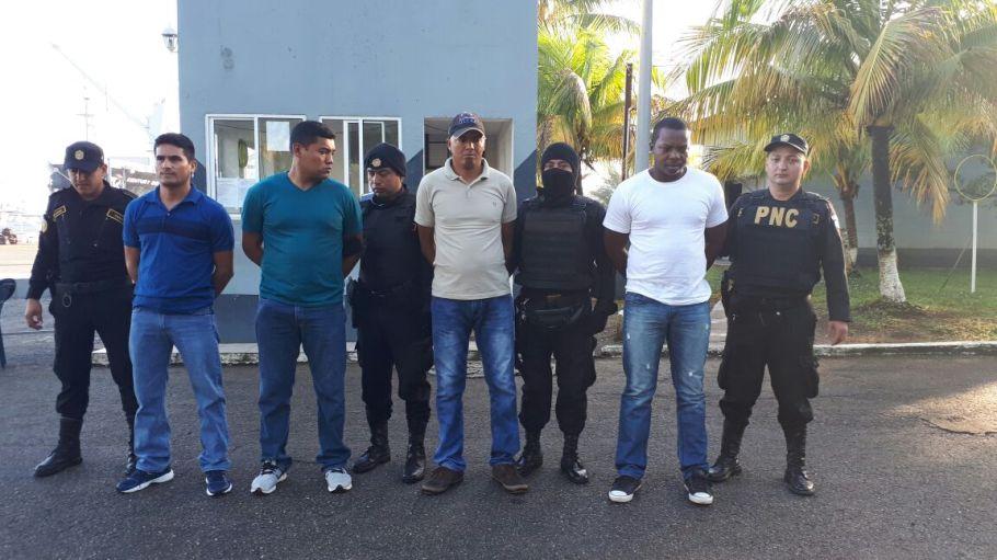 Fotografía Policía Nacional Civil, militares capturados en allanamientos.