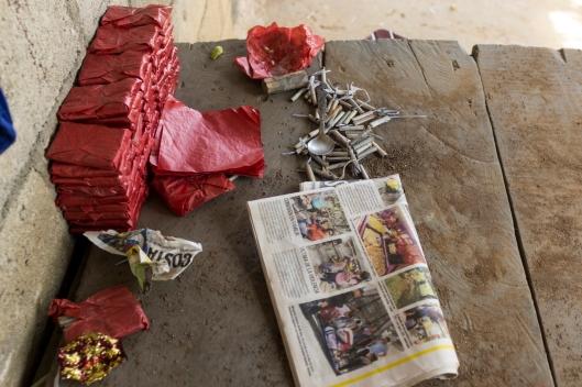 Material para empapelar las ametralladoras / Rubén David Lacan