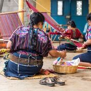 El aprendizaje de la elaboración de tejidos mayas v…n generación