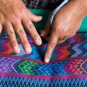 Tejidos elaborados manualmente por las tejedoras.