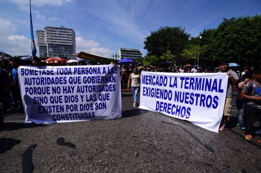 Vendedores manifiestan y exigen derechos Foto Rubén Lacán