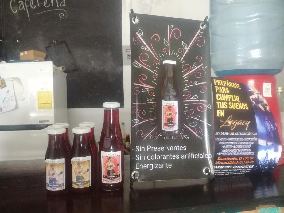 Bebida ChampionsDrink, creada por Luis Diego Aguilar Santos, quien ha recibido apoyo de una cooperativa. Foto Geber Arana.jpg
