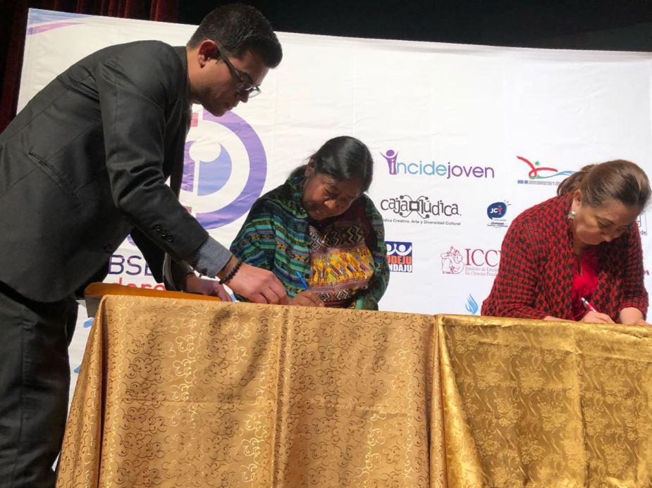 Firma de convenio PDH y jovenes 4
