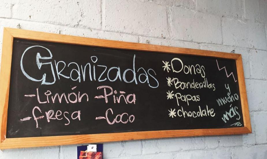 Foto 4. A demás de las granizadas, también se ofrecen diferentes snacks a los clientes.