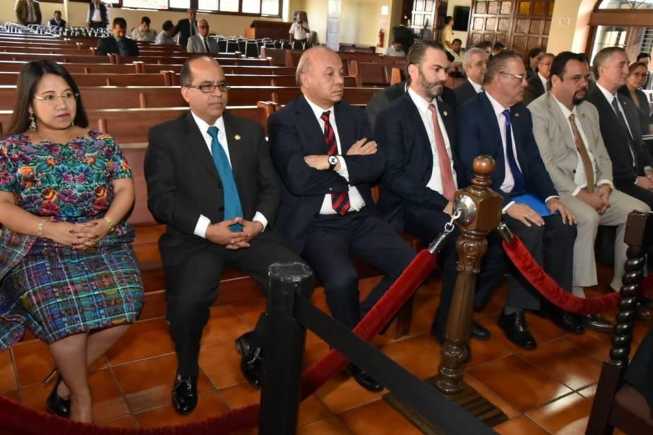 Sandra Jovel con todos los ministros en la CC 2