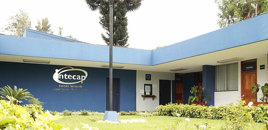 Actualmente Intecap ofrece becas y certificaciones en conjunto con el Ministerio de Trabajo. Foto Intecap Periférico..jpg