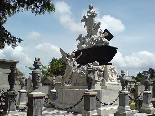 cementerioestatua.jpg