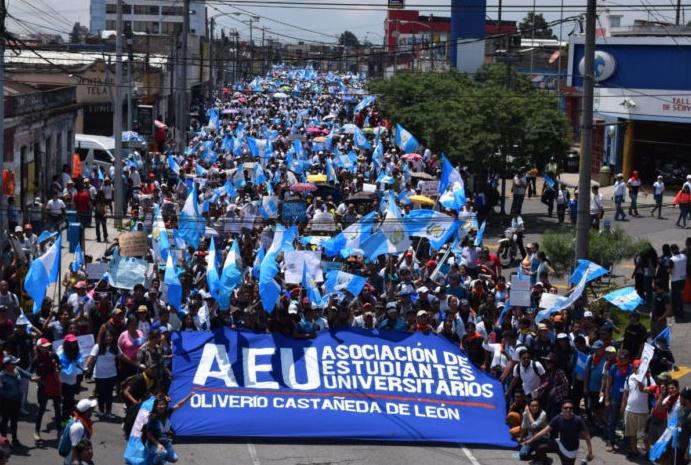 Manifestación de miembros de AEU Asociación de Estudiantes Universitarios USAC   Foto 4.jpg