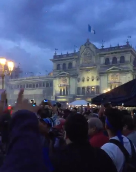 Manifestantes apoyando la protesta en zona 1   Foto 6.jpg