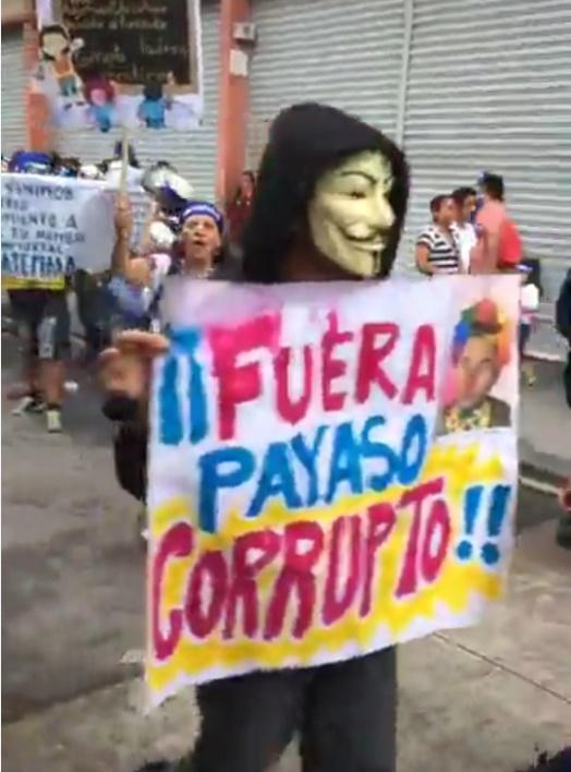Manifestantes solicitando la renuncia del presidente Morales  Foto 5.jpg