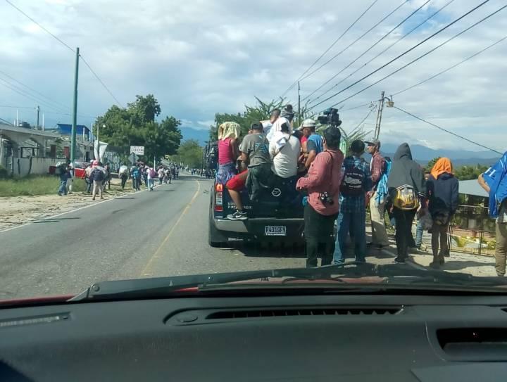 Hondureños se movilizan 23102018 1