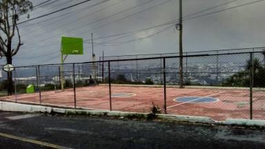 La cancha ubicada en Santa Elena III de zona 18 en la ciudad de Guatemala ofrece una de las mejores vistas del norte de la capital.