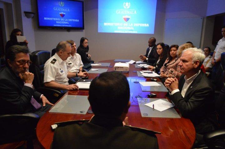 Visita congresistas estadounidenses sobre uso de vehiculos blindados J8 2