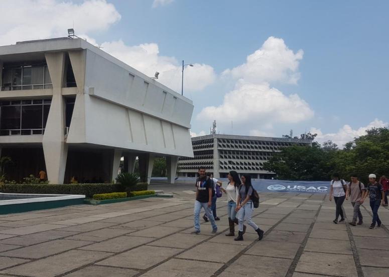 estudiantes-plaza-las-banderas.jpeg